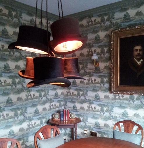 inesperado-hat-lights-in-a-meeting-room