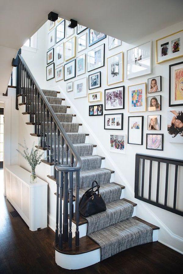 decoração com fotos na escada